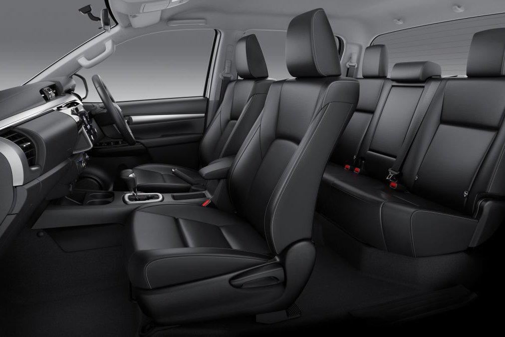 Đánh giá xe Toyota Hilux 2021 về không gian ghế ngồi.