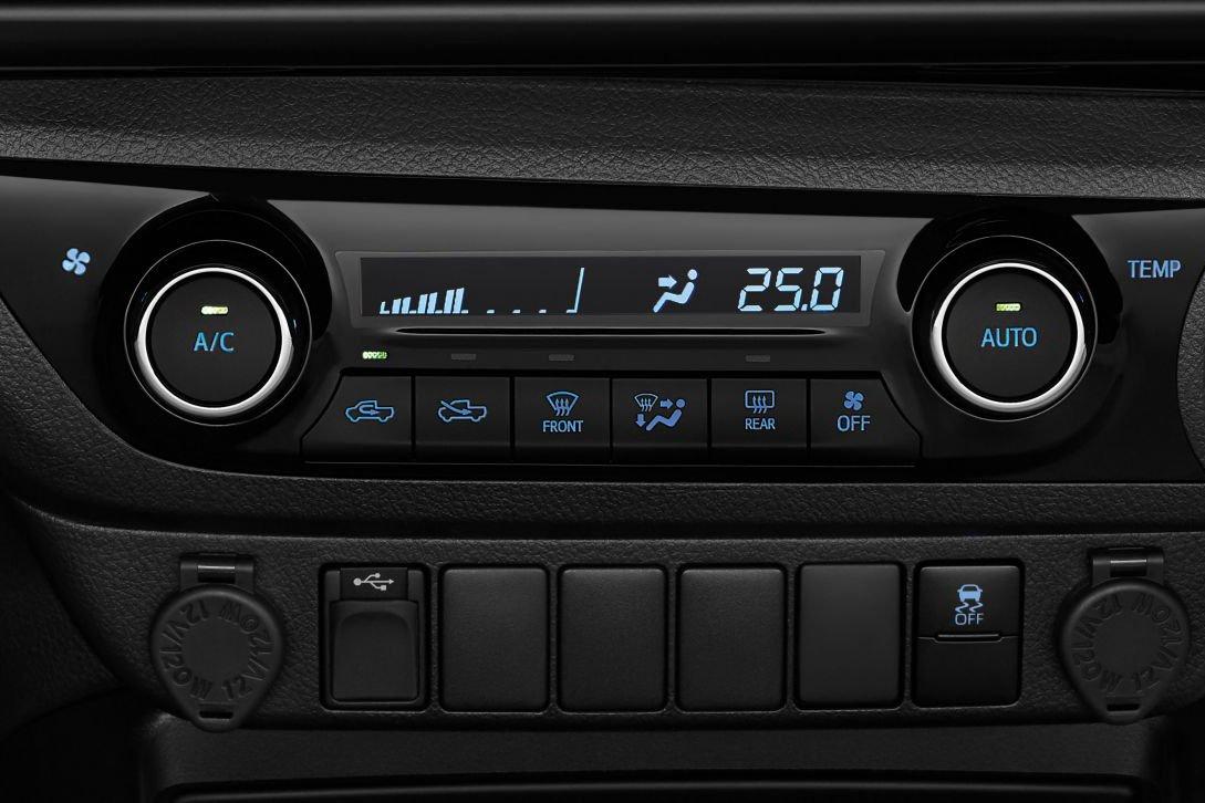 Đánh giá xe Toyota Hilux 2021 về thiết kế nội thất - Ảnh 4.