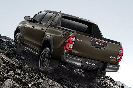 Đánh giá xe Toyota Hilux 2021 về tải trọng.