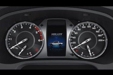 Đánh giá xe Toyota Hilux 2021 về thiết kế nội thất - Ảnh 2.