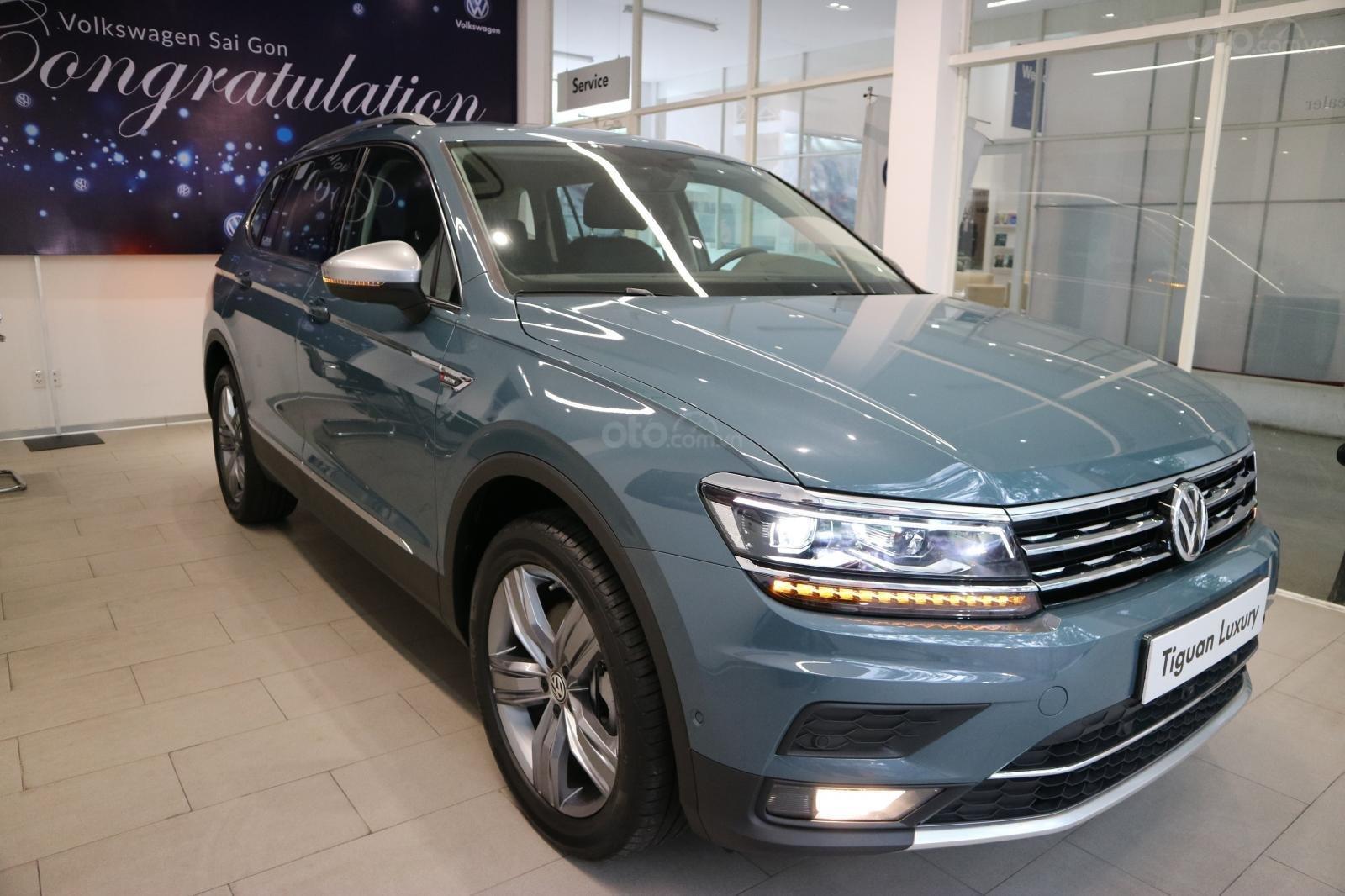 Xe SUV nhập khẩu 7 chỗ dành cho gia đình - VW Tiguan Luxury, màu xanh độc lạ - xe nhập - giảm 120tr (2)