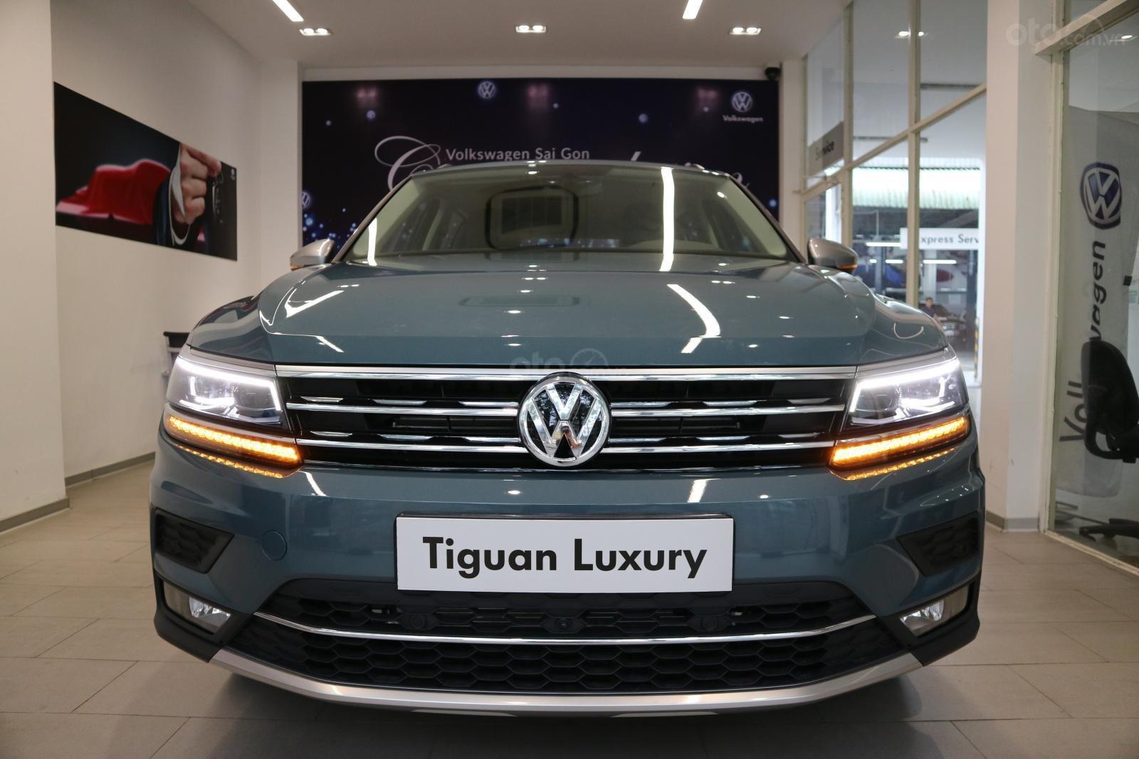 Xe SUV nhập khẩu 7 chỗ dành cho gia đình - VW Tiguan Luxury, màu xanh độc lạ - xe nhập - giảm 120tr (1)