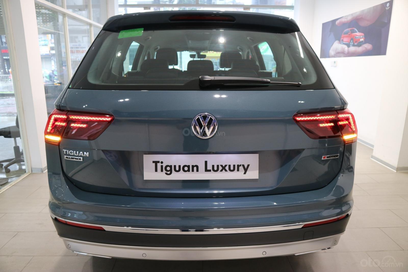 Xe SUV nhập khẩu 7 chỗ dành cho gia đình - VW Tiguan Luxury, màu xanh độc lạ - xe nhập - giảm 120tr (6)