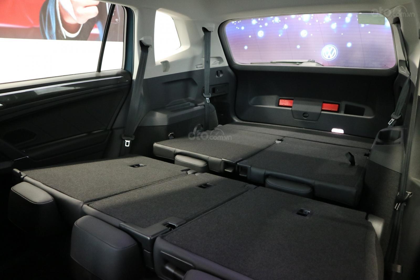 Xe SUV nhập khẩu 7 chỗ dành cho gia đình - VW Tiguan Luxury, màu xanh độc lạ - xe nhập - giảm 120tr (12)