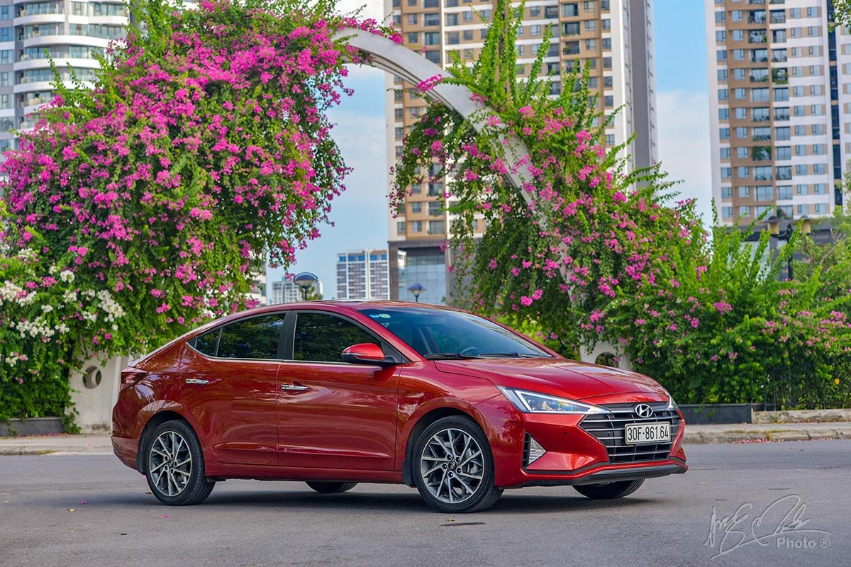 Đánh giá xe Hyundai Elantra 2020.