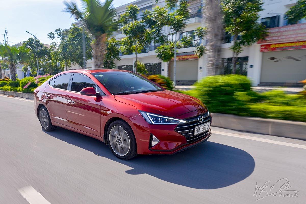 Đánh giá xe Hyundai Elantra 2020: Khả năng vận hành.