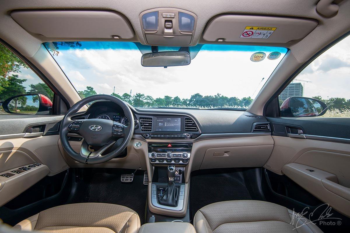 Đánh giá xe Hyundai Elantra 2020: Khoang lái.