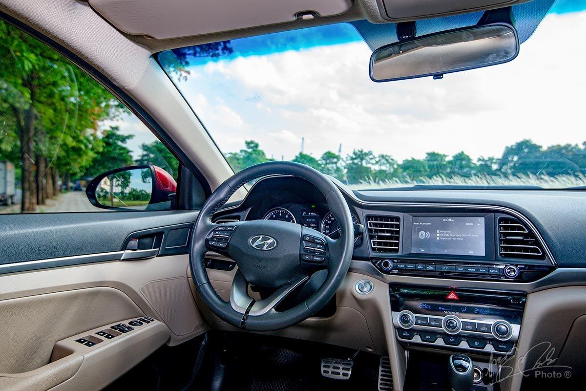 Đánh giá xe Hyundai Elantra 2020: Vô-lăng.
