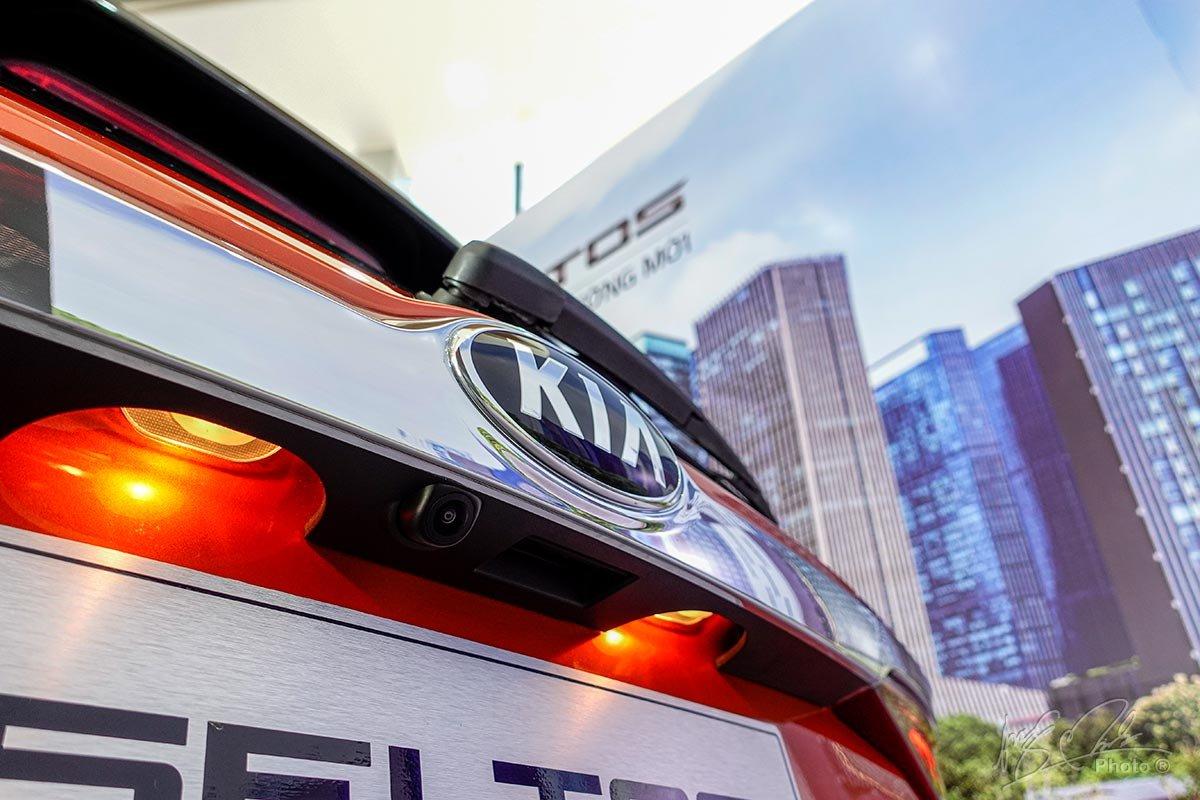Đánh giá xeKia Seltos 2020: Camera lùi tiêu chuẩn.