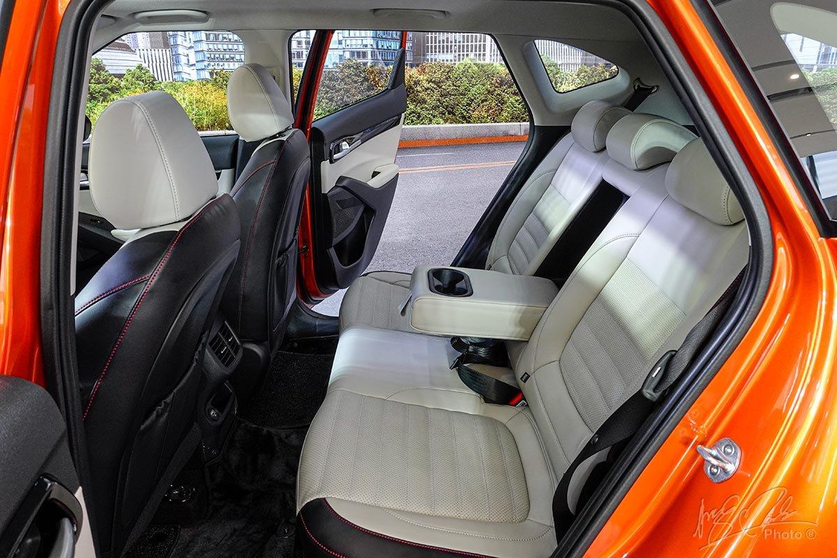Đánh giá xeKia Seltos 2020: Không gian hàng ghế sau rộng rãi 1.