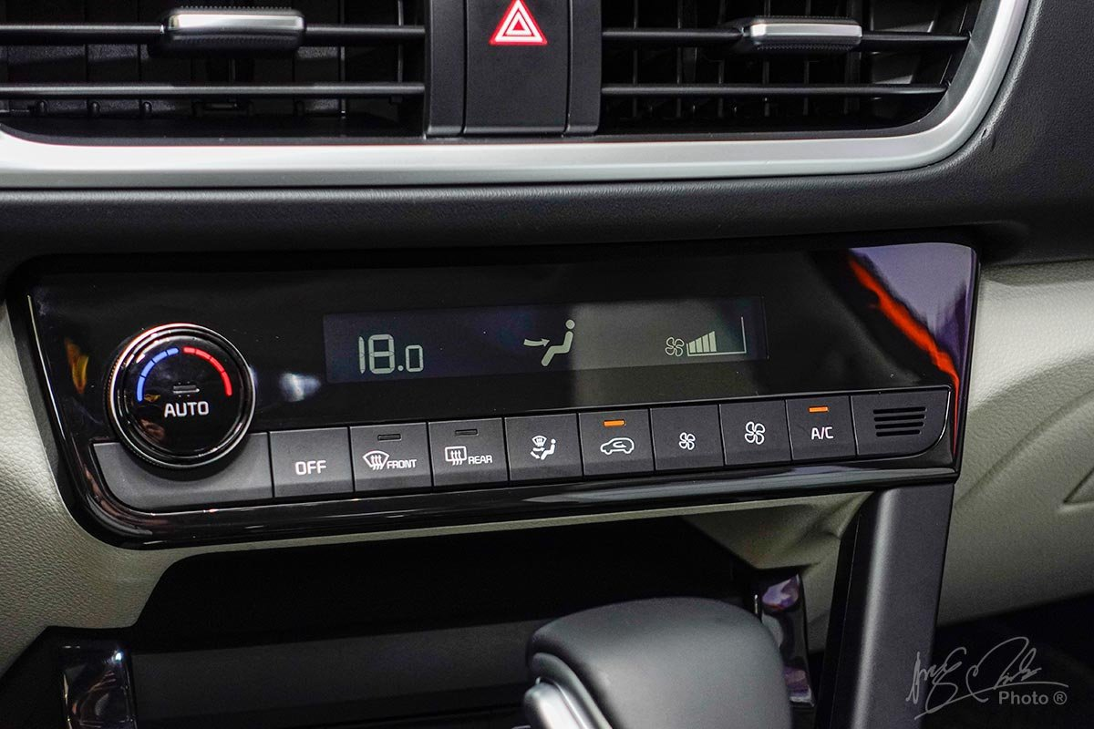 Đánh giá xe Kia Seltos 2020: Điều hoà tự động.