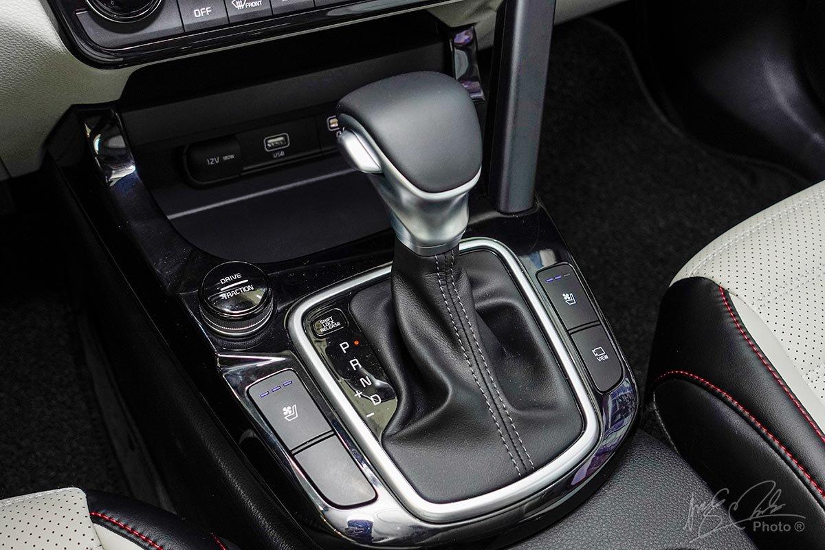 Đánh giá xe Kia Seltos 2020: Hộp số tự động 7 cấp DCT.