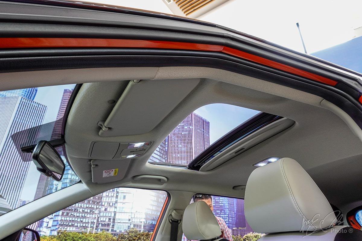 Đánh giá xe Kia Seltos 2020: Cửa sổ trời.
