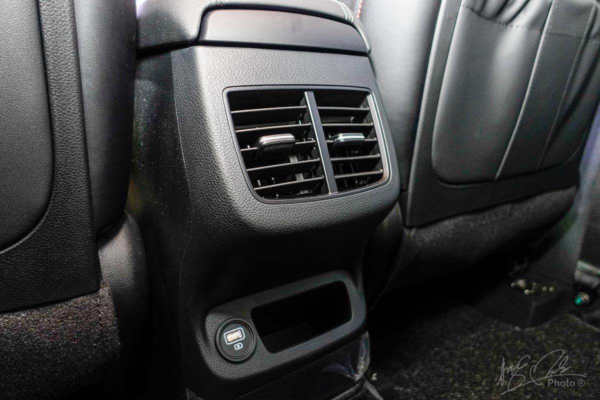 Đánh giá xe Kia Seltos 2020: Cửa gió hàng ghế sau.