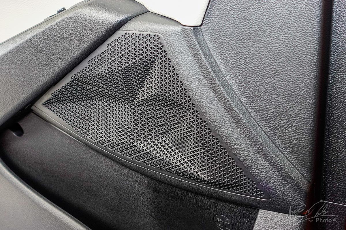 Đánh giá xe Kia Seltos 2020: Hệ thống âm thanh tích hợp đèn nền Mood Light.