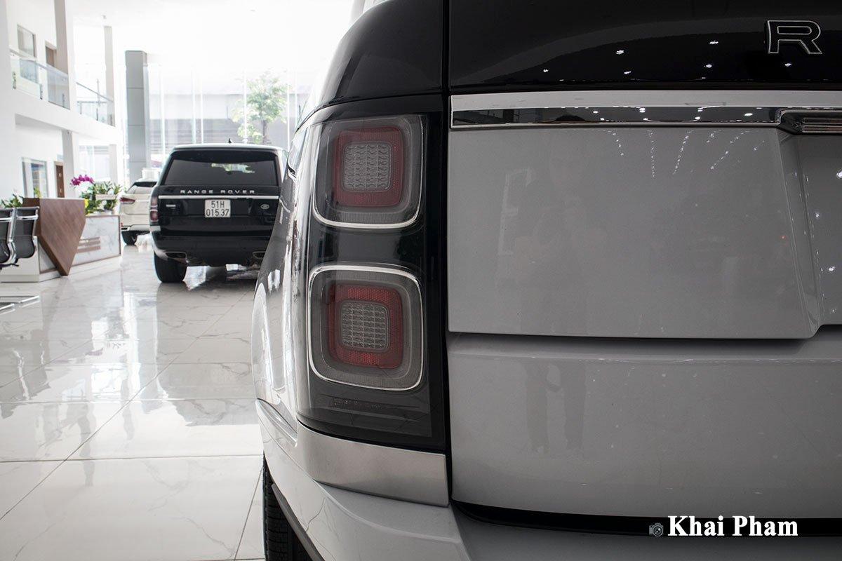 Ảnh cụm đèn hậu xe Range Rover SVAutobiography 2020