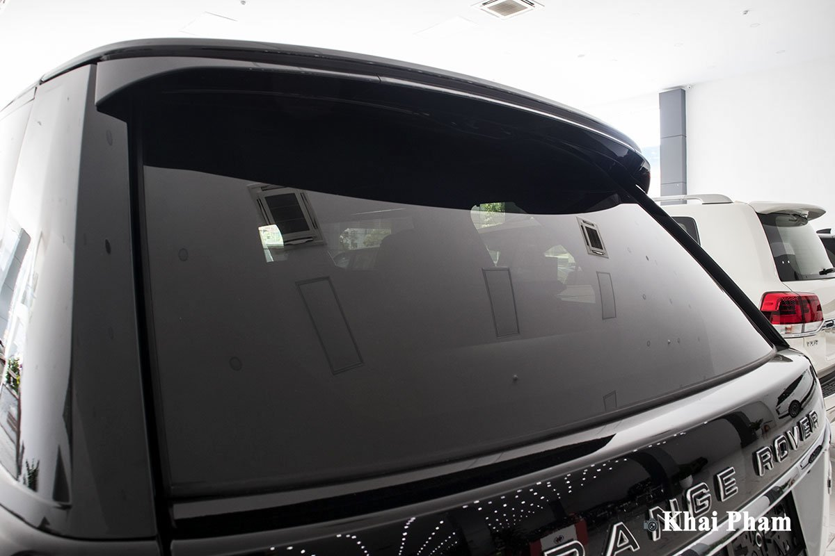 Ảnh kính sau xe Range Rover SVAutobiography 2020