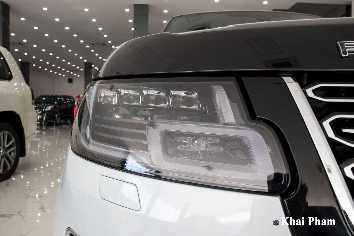 Ảnh đèn pha xe Range Rover SVAutobiography 2020