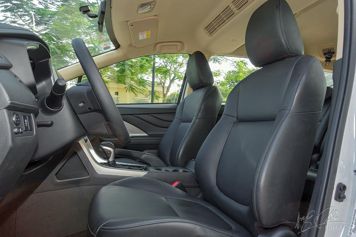Đánh giá xe Mitsubishi Xpander 2020: Ghế ngồi nâng cấp từ dạng nỉ lên dạng da màu đen.