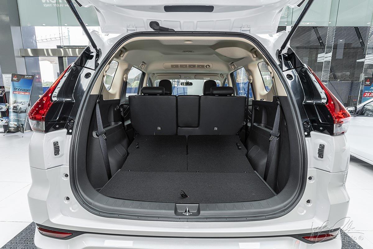 Đánh giá xe Mitsubishi Xpander 2020: Khu vực chứa đồ khi gập hàng ghế thứ 3 xuống.