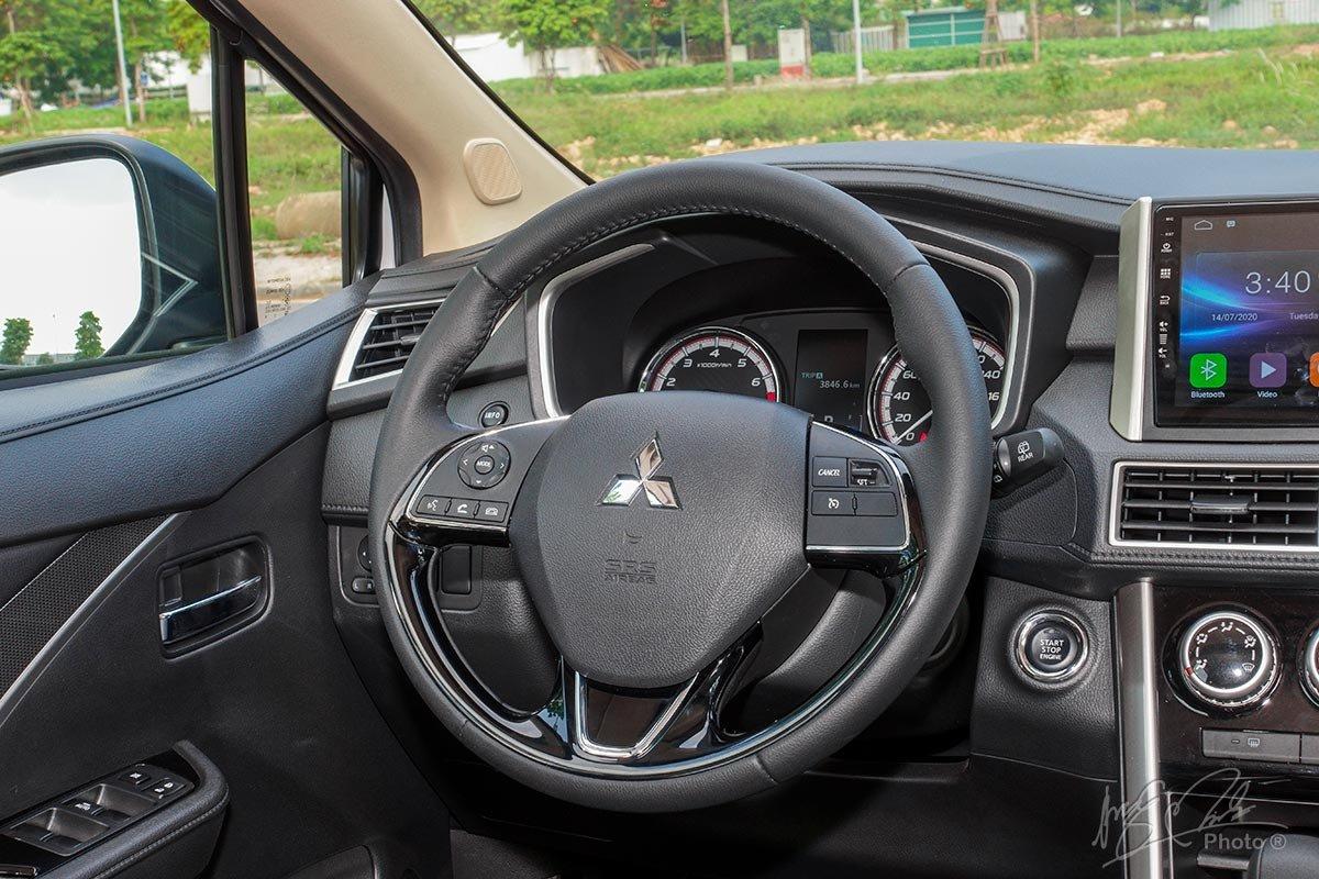 Đánh giá xe Mitsubishi Xpander 2020: Vô-lăng vẫn giữ nguyên thiết kế của phiên bản cũ.