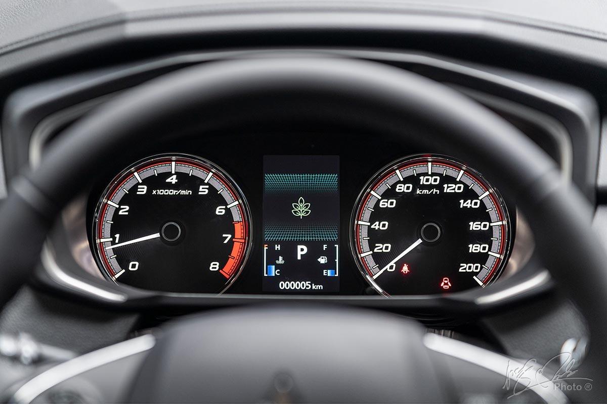 Đánh giá xe Mitsubishi Xpander 2020: Bảng đồng hồ vẫn giữ nguyên thiết kế của phiên bản cũ.