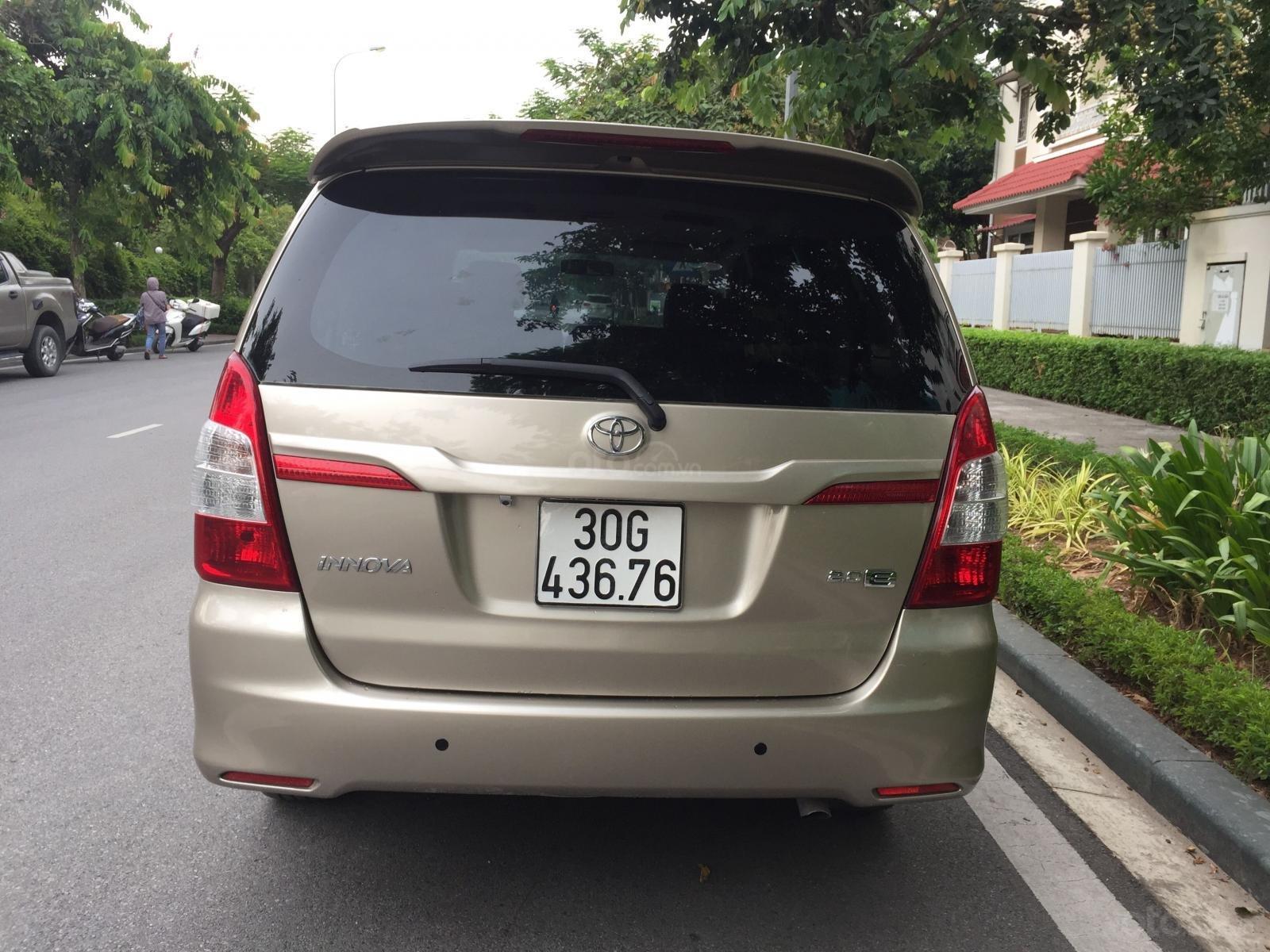 Chính chủ tôi cần bán chiếc Toyota Innova 2.0E 2014 số sàn (5)