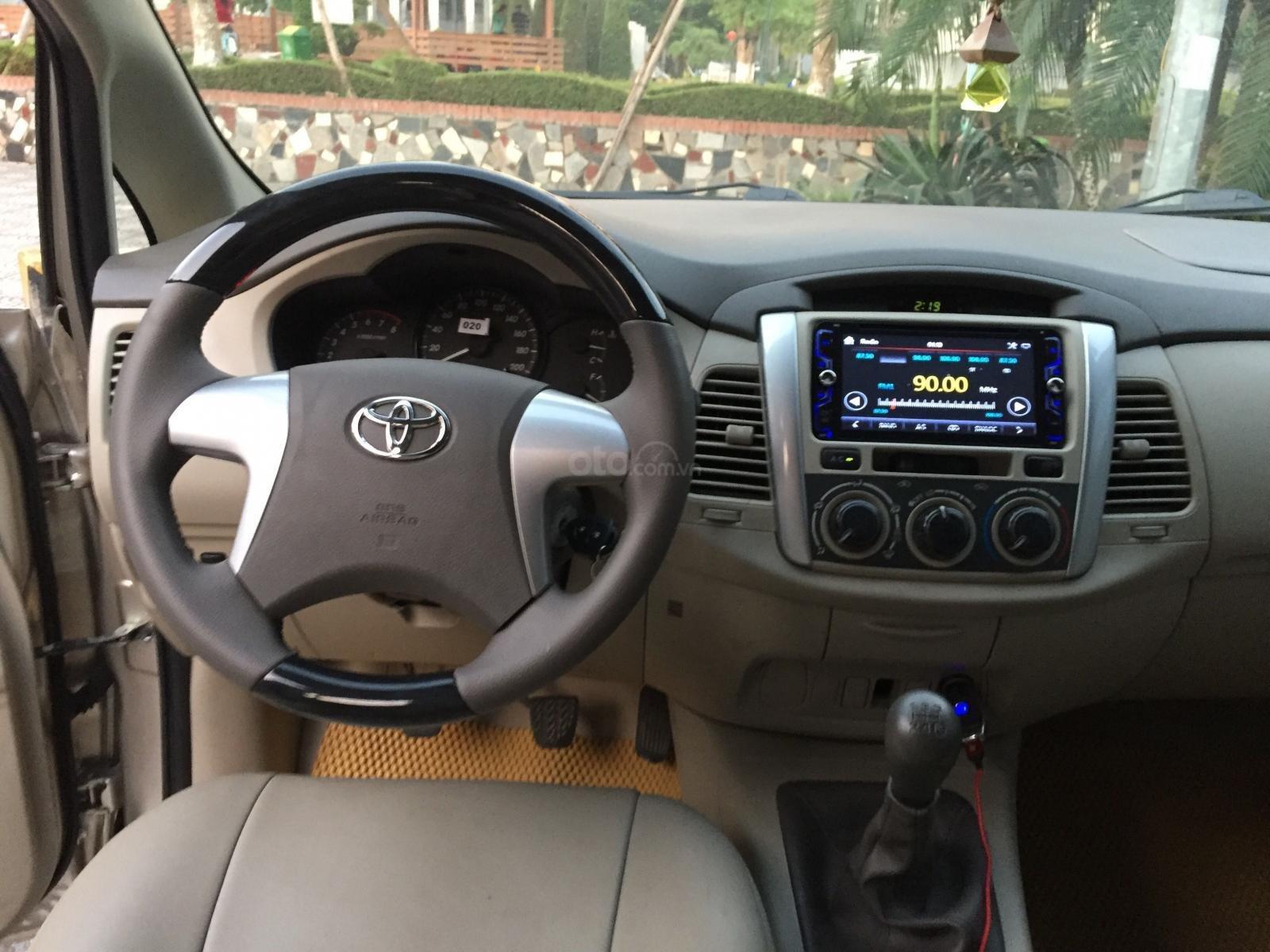 Chính chủ tôi cần bán chiếc Toyota Innova 2.0E 2014 số sàn (6)