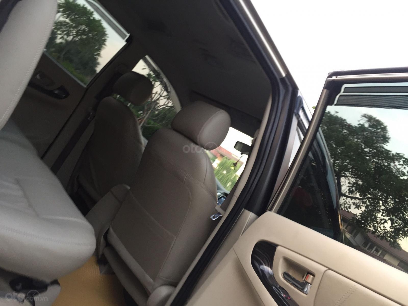 Chính chủ tôi cần bán chiếc Toyota Innova 2.0E 2014 số sàn (9)