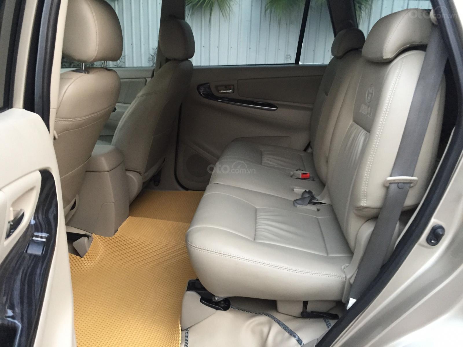 Chính chủ tôi cần bán chiếc Toyota Innova 2.0E 2014 số sàn (10)