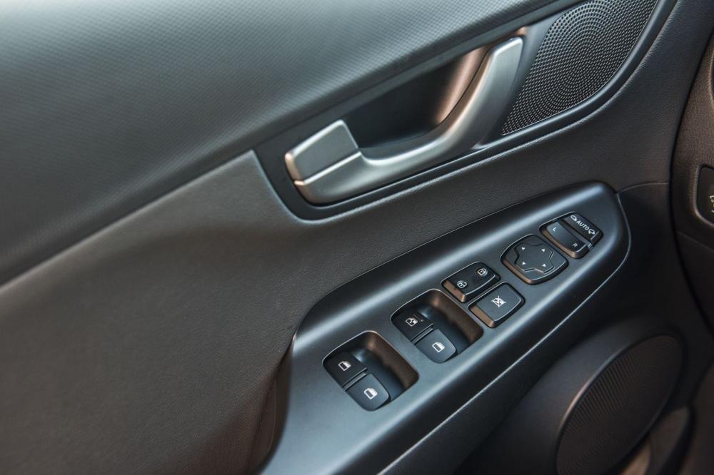 Ảnh Táp-li cửa xe Hyundai Kona 2020