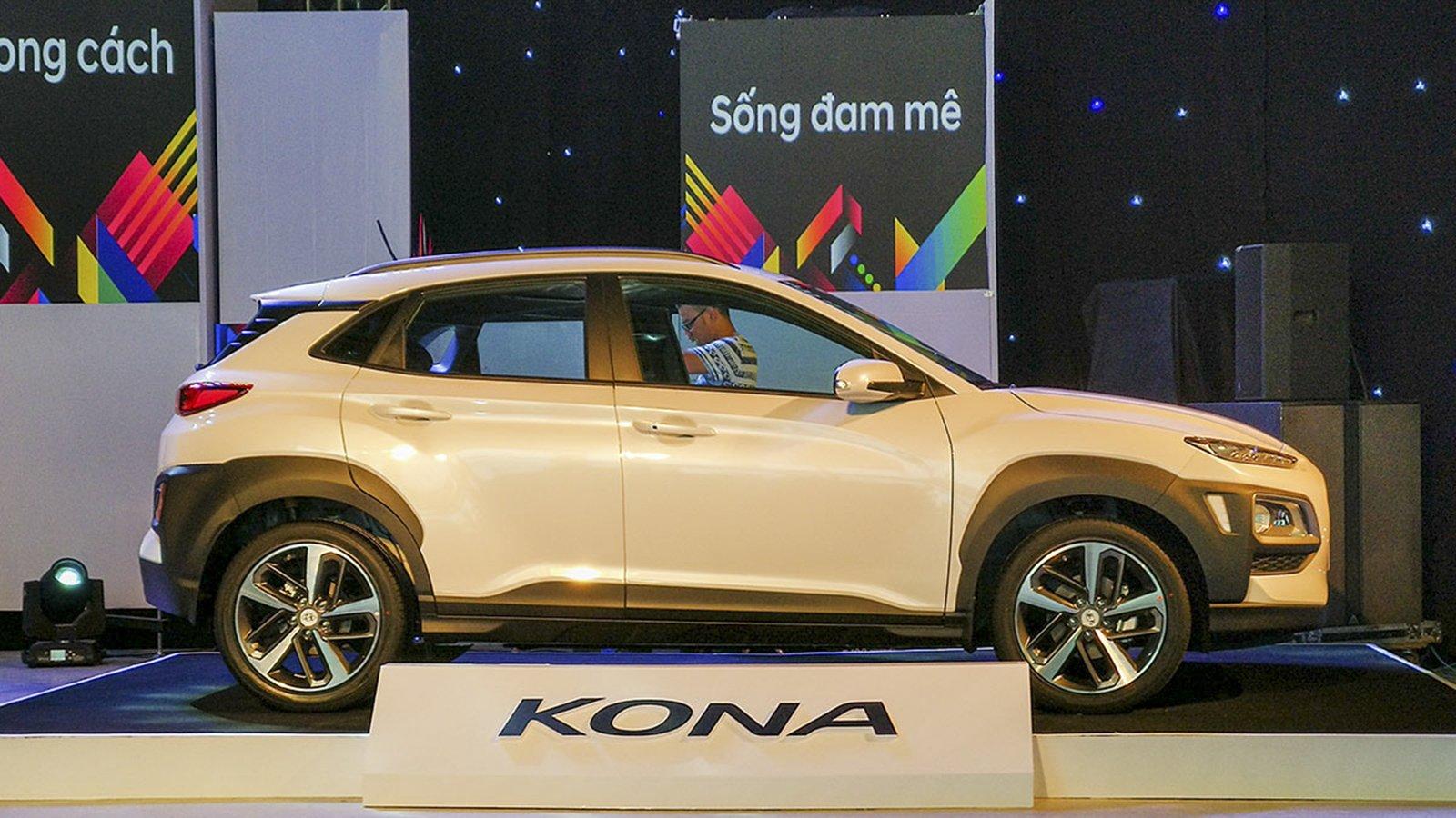 Ảnh thân xe Hyundai Kona 2020