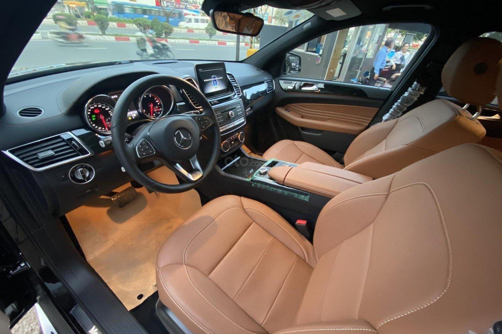Khoang cabin xe Mercedes-Benz GLE 400 Coupe 2019 1