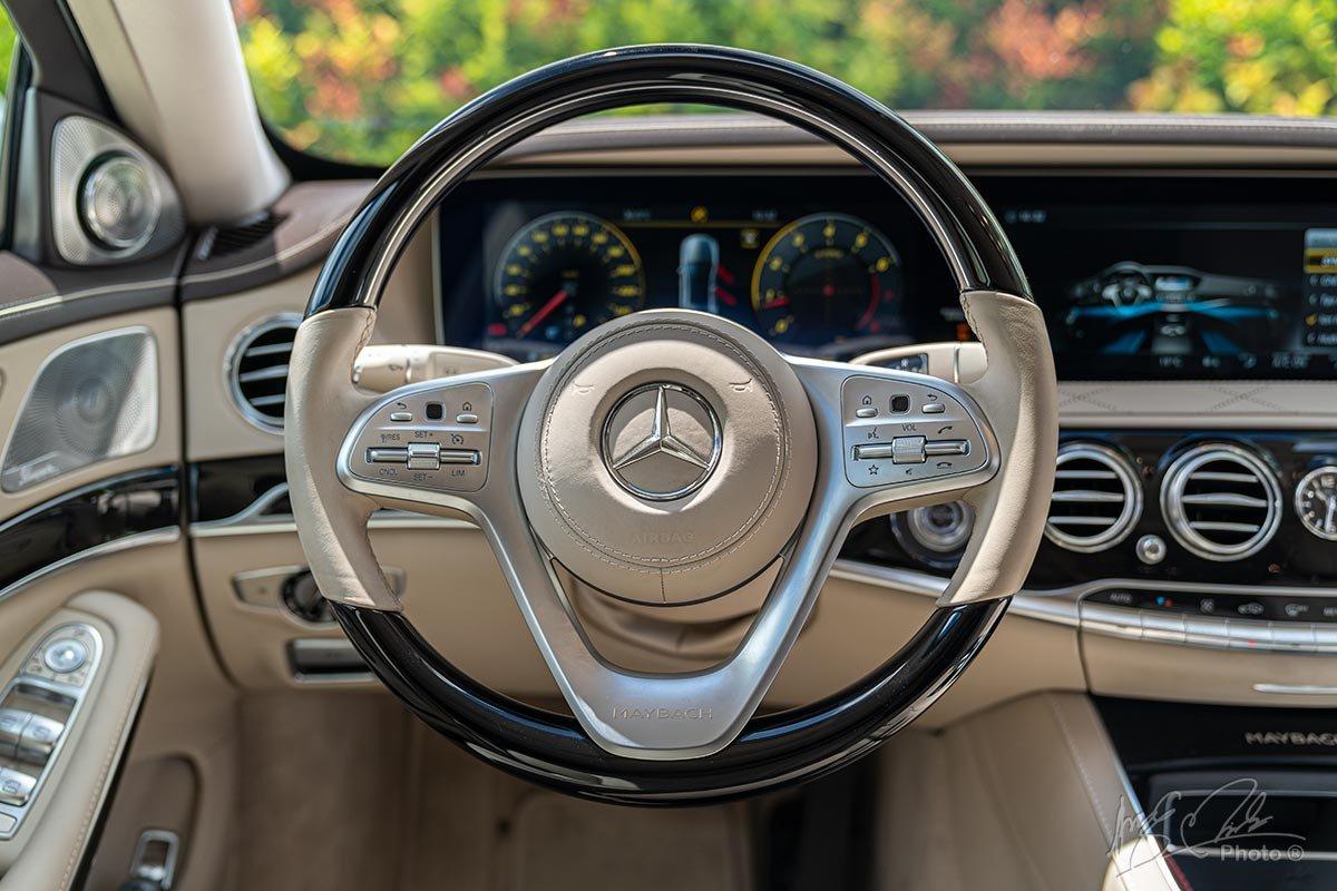 Vô lăng của Mercedes-Maybach S450 2020.