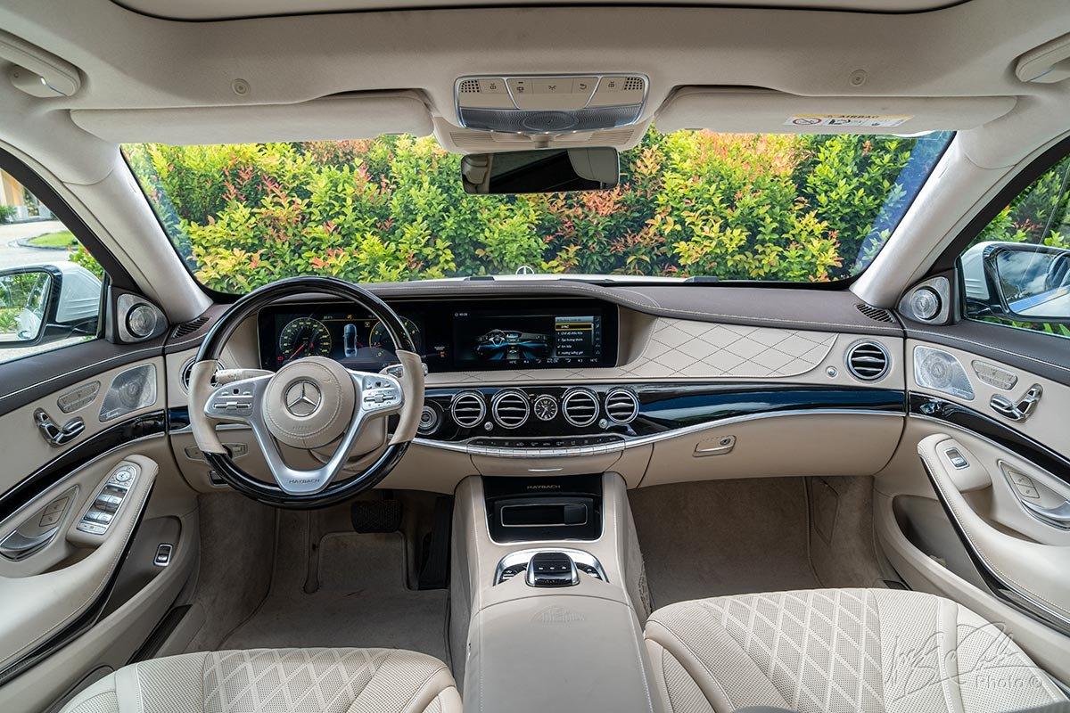 Khoang lái của Mercedes-Maybach S450 2020.