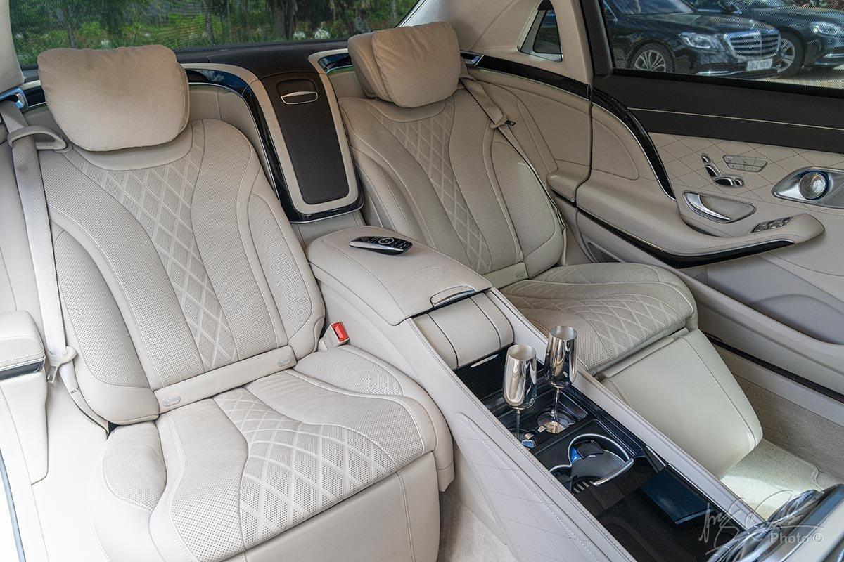 Hàng ghế sau của Mercedes-Maybach S450 2020 1.