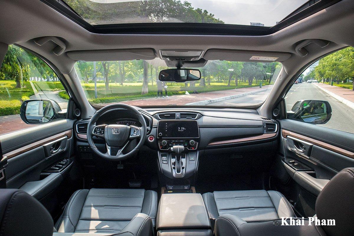 Ảnh chính diện khoang lái xe Honda CR-V L 2020