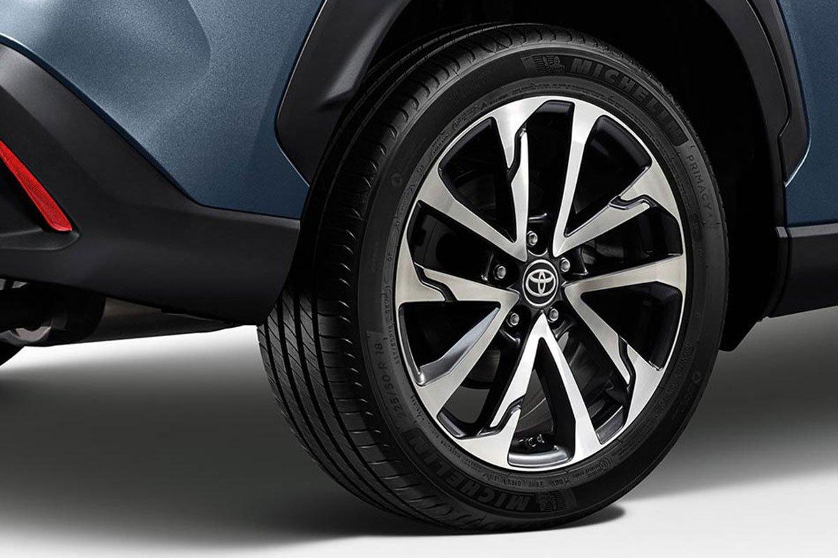 Đánh giá xe Toyota Corolla Cross 2020-2021: La-zăng kích thước từ 17-18 inch.