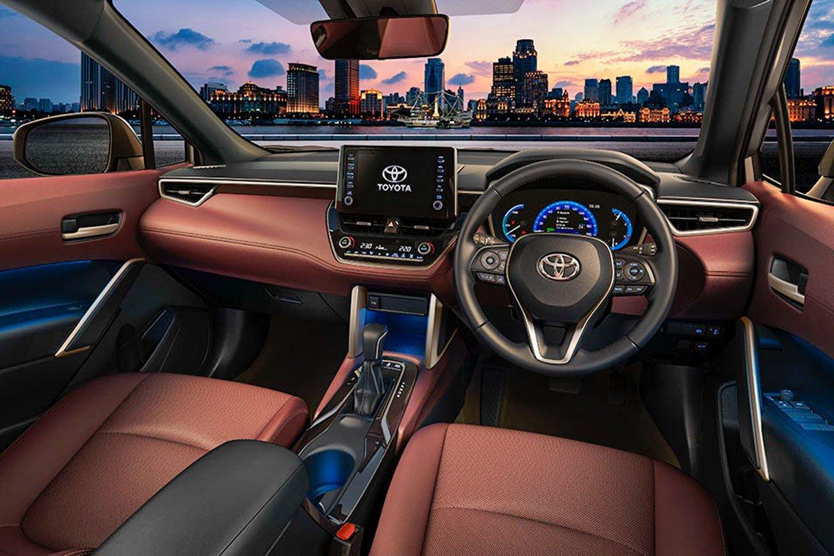 Đánh giá xe Toyota Corolla Cross 2020-2021: Khoang lái.