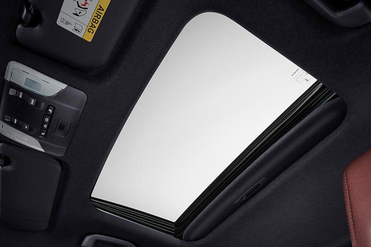 Đánh giá xe Toyota Corolla Cross 2020-2021: Cửa sổ trời.