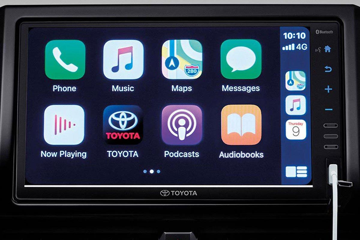Đánh giá xe Toyota Corolla Cross 2020-2021: Màn hình 9 inch tích hợp Apple CarPlay.