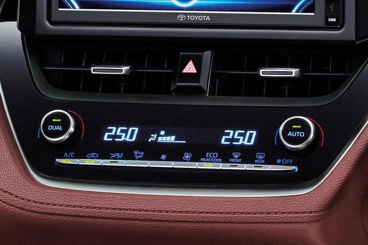 Đánh giá xe Toyota Corolla Cross 2020-2021: Điều hoà tự động 2 vùng độc lập.