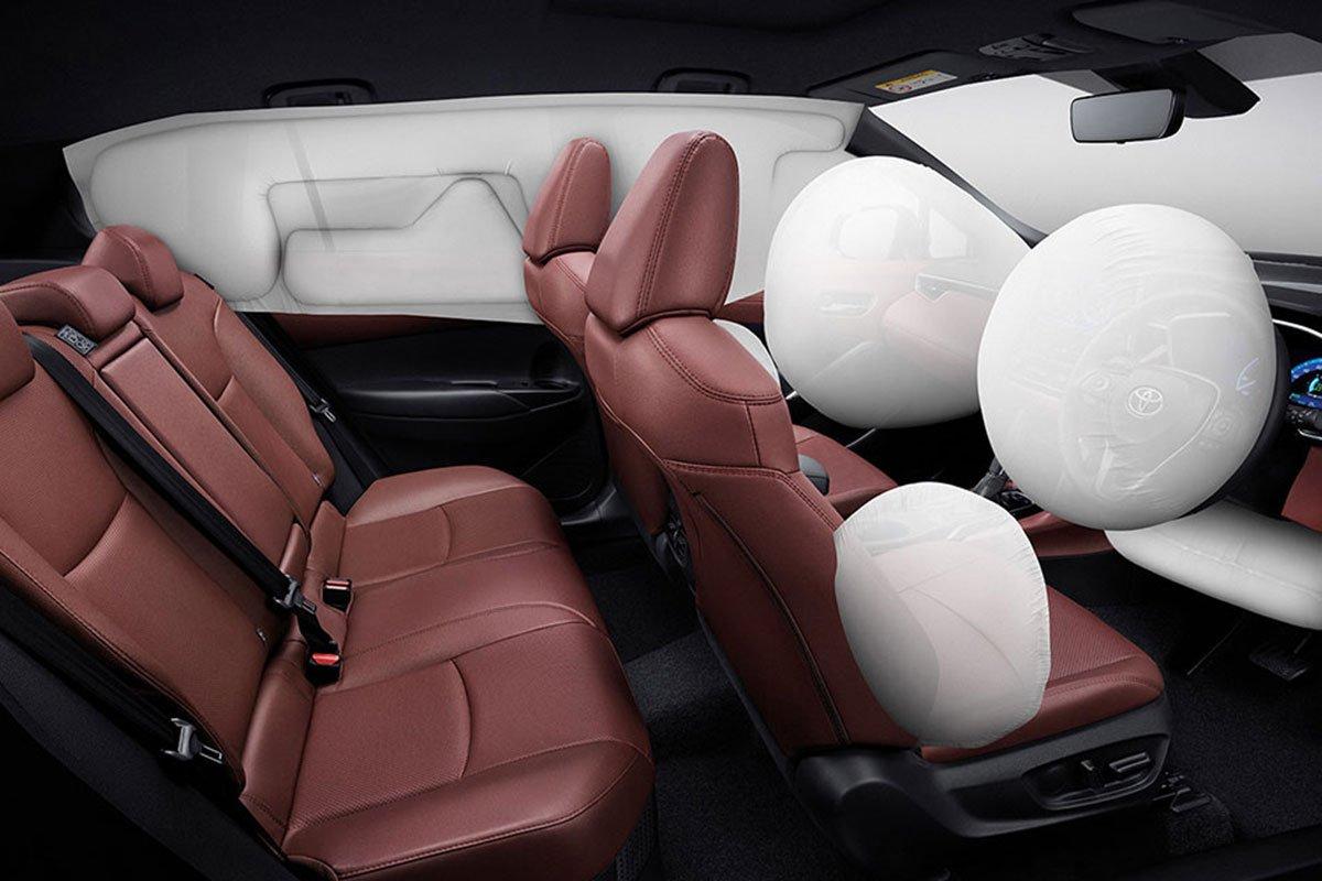 Đánh giá xe Toyota Corolla Cross 2020-2021: 7 túi khí an toàn.