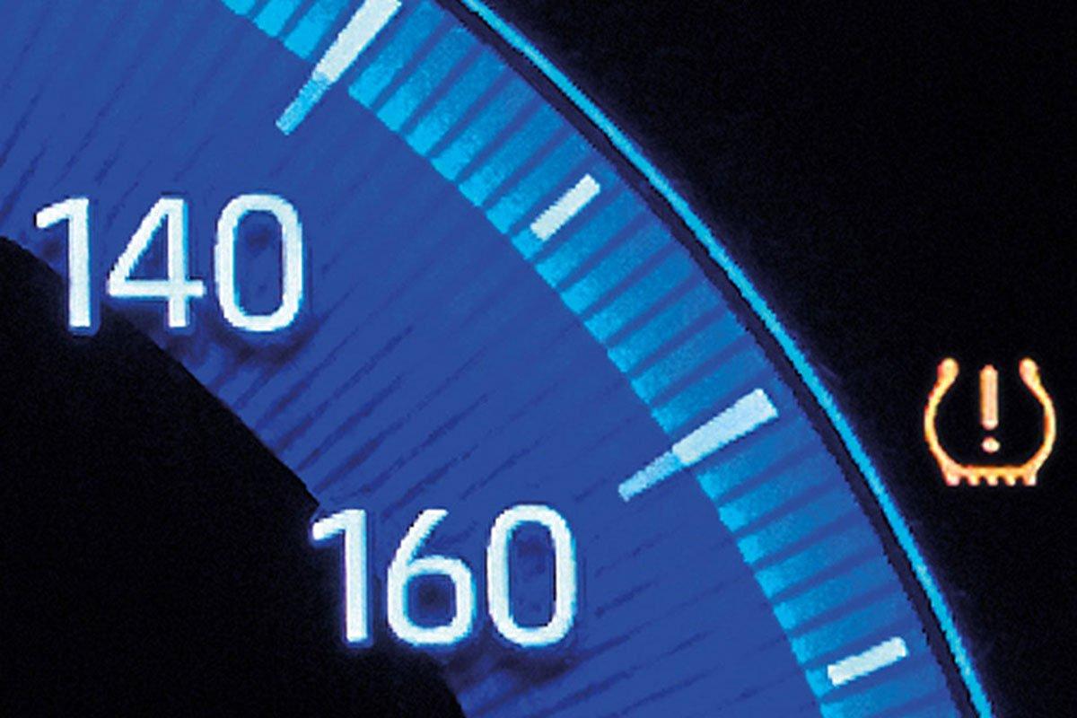 Đánh giá xe Toyota Corolla Cross 2020-2021: Cảnh báo áp suất lốp.