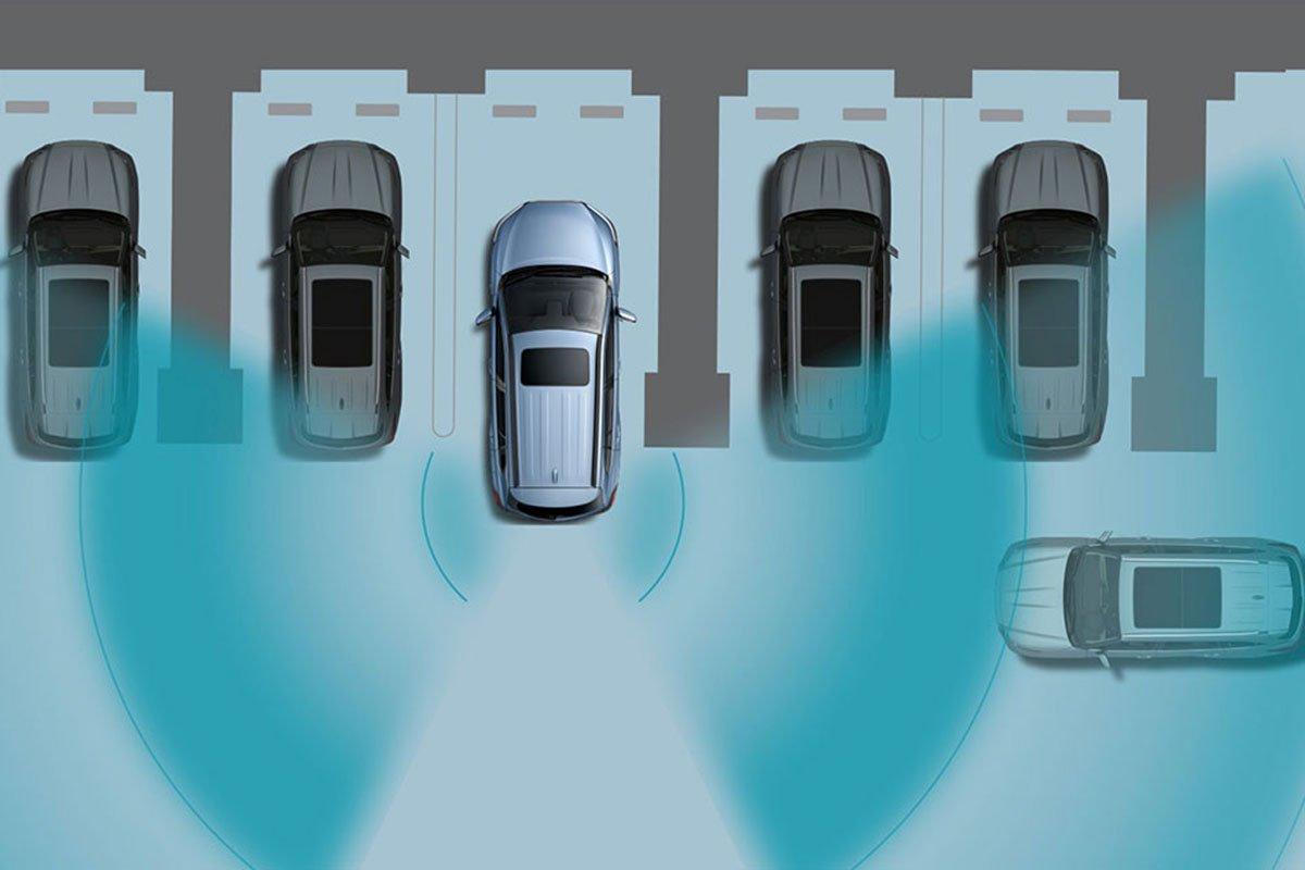 Đánh giá xe Toyota Corolla Cross 2020-2021: Cảnh báo phương tiện cắt ngang phía sau.