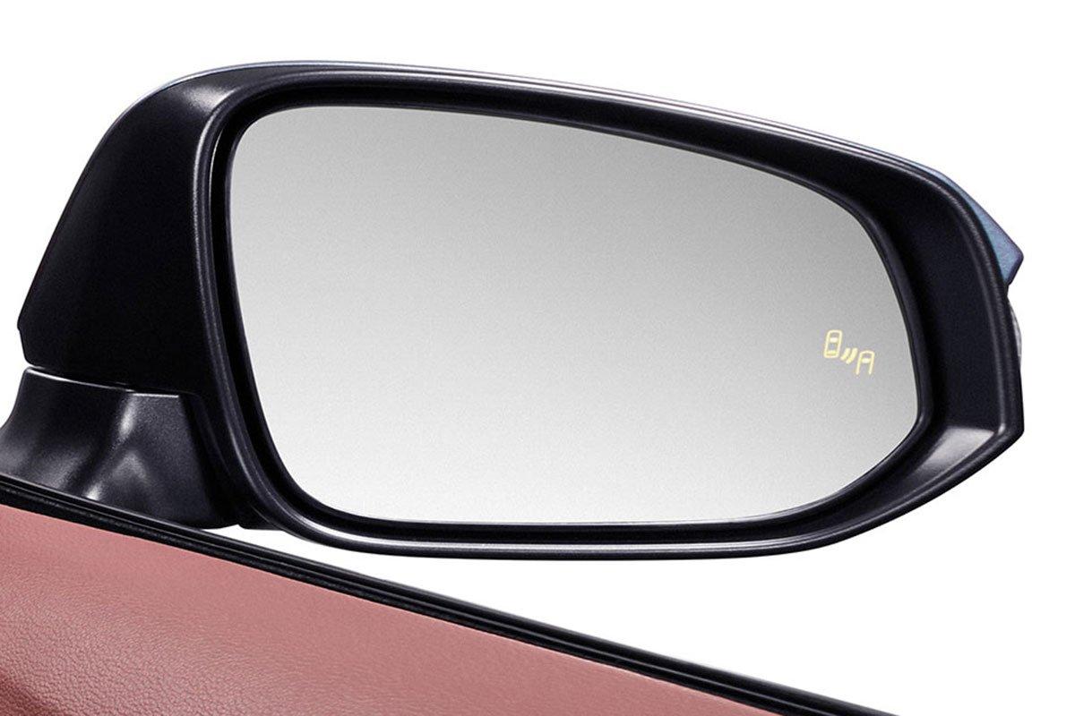 Đánh giá xe Toyota Corolla Cross 2020-2021: Cảnh báo điểm mù.