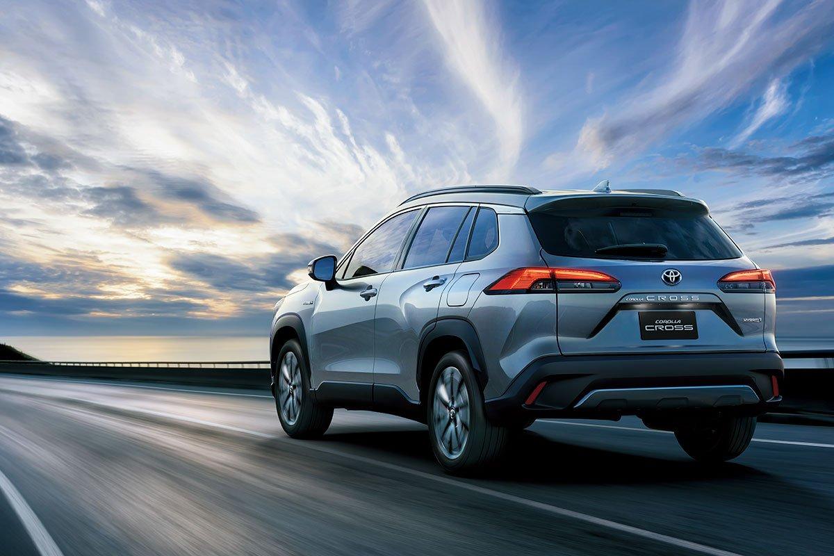 Đánh giá xe Toyota Corolla Cross 2020-2021: Đuôi xe.