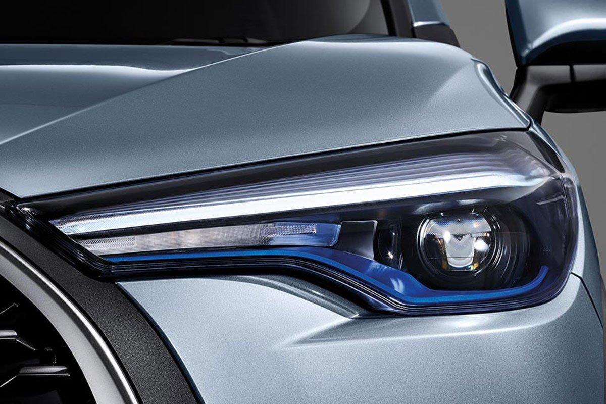 Đánh giá xe Toyota Corolla Cross 2020-2021: Cụm đèn pha.