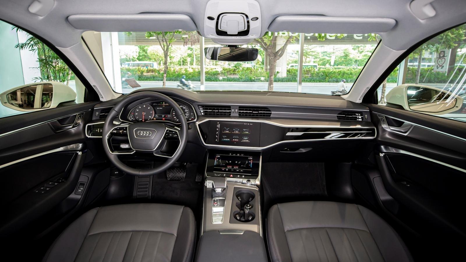 Nội thất xe Audi A6.