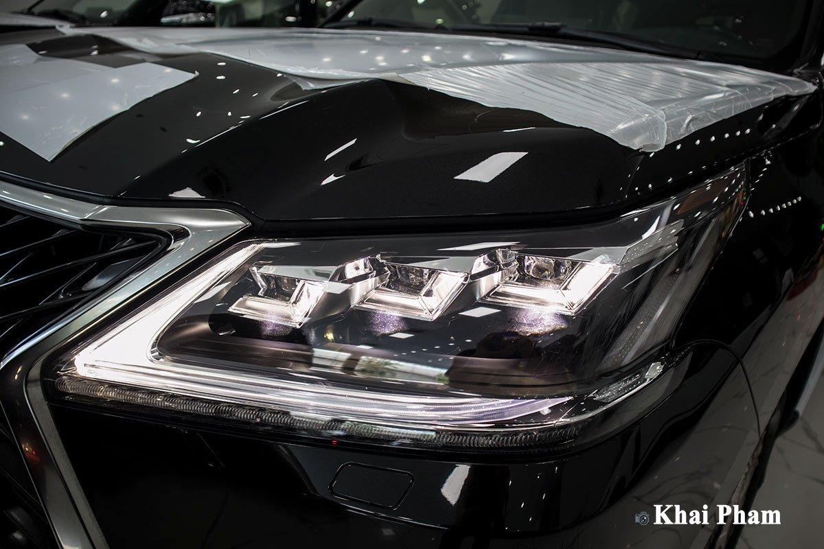 Ảnh đèn pha xe Lexus LX570 2020 bầu trời sao như Rolls-Royce a1